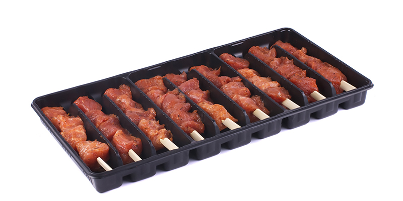 Varkensspies souvlaki in tray